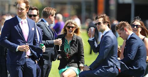 8 ways rich people view the world differently than the