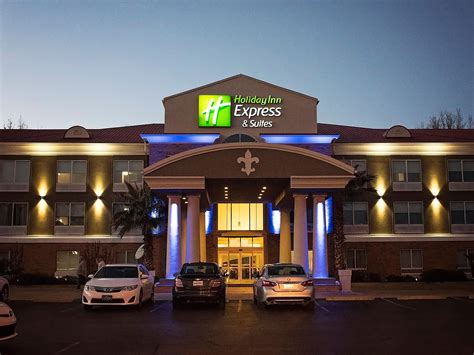 Holiday Inn Express & Suites Alexandria Hotel in