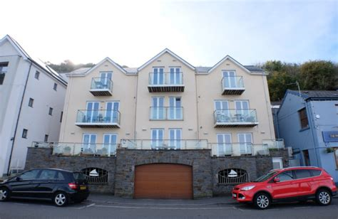 2 bedroom property to let in The Boat House, Mumbles