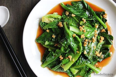 Stir-fried Kailan with Garlic & Oyster Sauce   foodelicacy